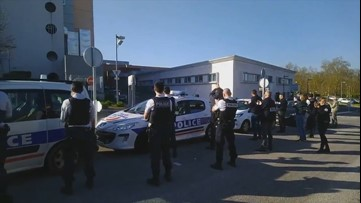 Police cheer on healthcare workers battling COVID-19 pandemic