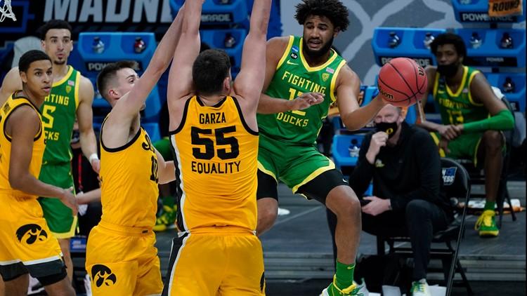 March Madness upsets tracker: No. 7 Oregon upsets No. 2 Iowa
