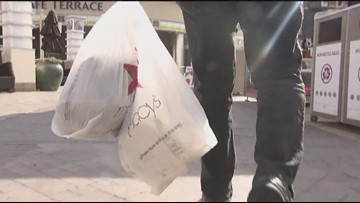 Last-minute shoppers hit Fashion Valley on Christmas Eve