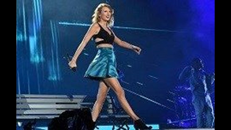 Us Women S Soccer Team Joins Taylor Swift Onstage At Concert Cbs8 Com