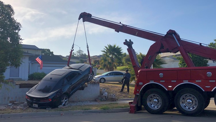 Suspected DUI driver takes out wall after police chase in Allied Gardens