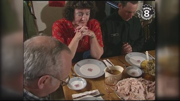 Navy sailors welcomed into San Diego home for Thanksgiving dinner in 1991
