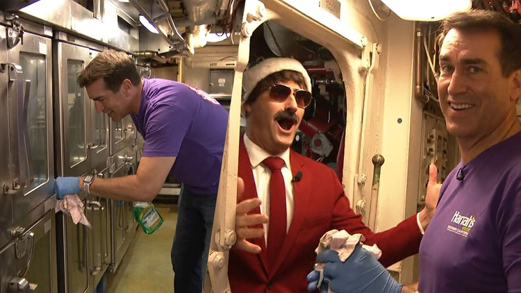 Rob Riggle volunteers alongside fellow vets at the USS Midway on Giving Tuesday