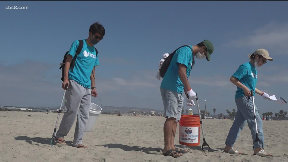 Hundreds of volunteers pick up trash at beaches for Coastal Clean Up Day