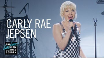 Carly Rae Jepsen performs 'Too Much'