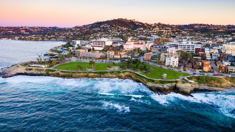 La Jolla is great for eating, shopping and enjoying the beach in one day. (Image By Dave Newman/Shutterstock)