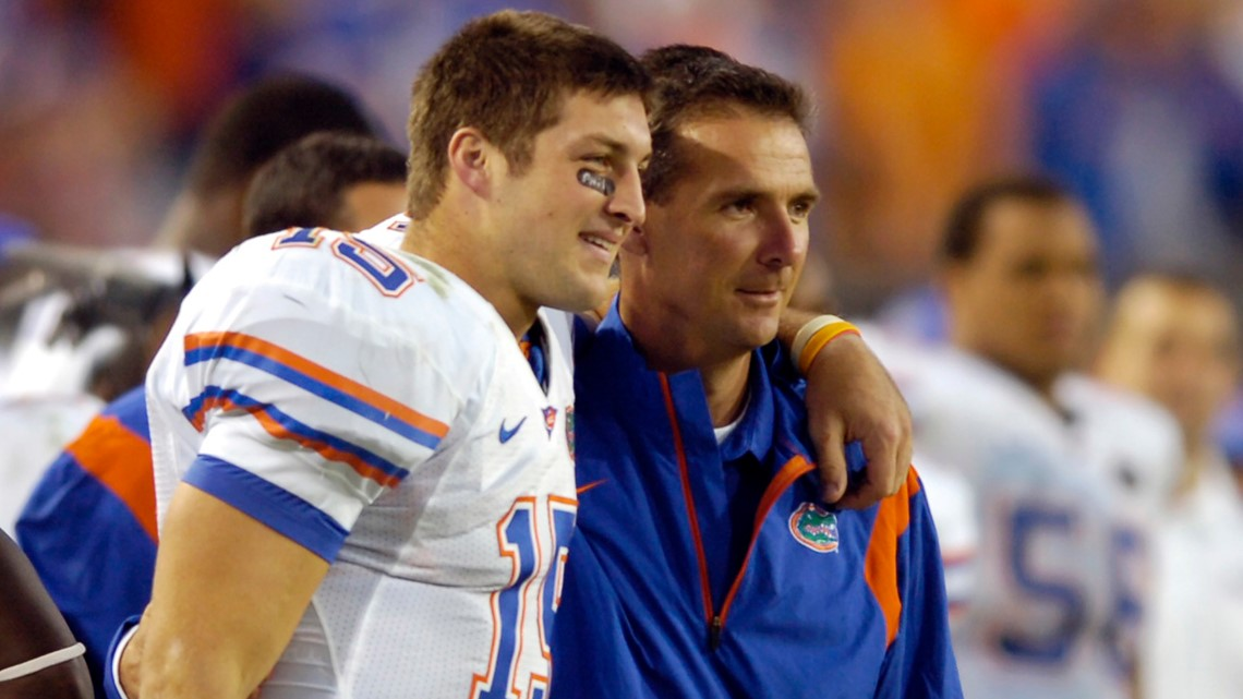 Reunited: Tebow signs with Jags, rejoins Meyer as tight end