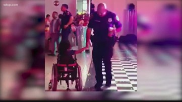 Houston officer heartwarming gesture goes viral